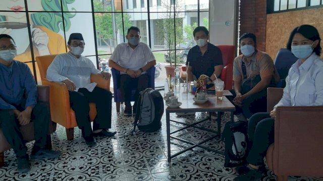 Tim Peneliti Badan Nasional Penanggulangan Terorisme (BNPT) dan Forum Koordinasi Pencegahab Terorisme (FKPT) Sulawesi Selatan bertemu dengan Densus 88 Antiteror di Cafe Copi Bangi, Kamis, 9 September 2021.