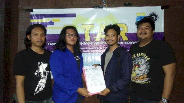 Muhammad Ikram terpilih Ketua PMII Teknik UNM secara aklamasi pada Rapat Tahunan Anggota Rayon (RTAR) yang dilaksanakan di Rumah Adat Pinrang, Benteng Somba Opu, Sabtu 11 September 2021.