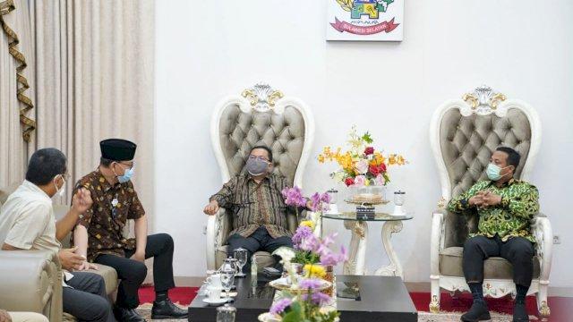 Plt Gubernur Sulsel, Andi Sudirman Sulaiman terima kunjungan BPKP RI Perwakilan Sulawesi Selatan dan BPK RI Perwakilan Sulsel, di Rumah Jabatan Wakil Gubernur Sulsel di Makassar, Senin, 13 September 2021 malam.