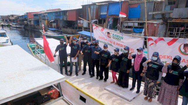 Relawan Kawan Sandi (RKS) deklarasi di atas perahu rakyat Paotere, Kota Makassar, Sulawesi Selatan, Rabu, 15 September 2021.
