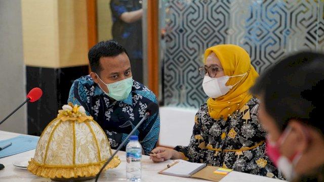 Plt Gubernur Sulsel, Andi Sudirman Sulaiman bersama Ketua Satgas Koordinasi, Supervisi dan Pencegahan (Korsupgah) Korupsi, Niken Ariyati