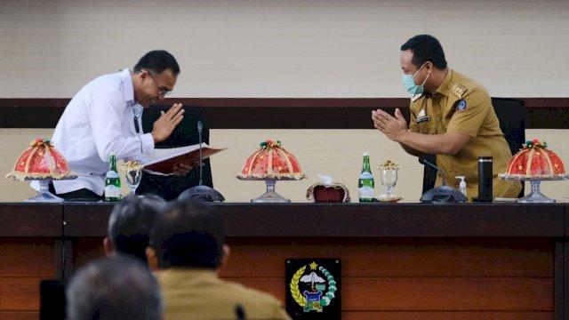 Plt Gubernur Sulawesi Selatan Andi Sudirman Sulaiman memimpin pelaksanaan Coffee Morning yang digelar di Ruang Rapat Pimpinan Kantor Gubernur Sulsel di Makassar, Senin, 20 September 2021.