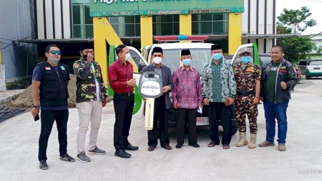Pengurus Wilayah Nahdatul Ulama (PWNU) Sulawesi Selatan (Sulsel) menerima bantuan CSR berupa mobil ambulance dari Bank Sulselbar, Senin, 20 September 2021.