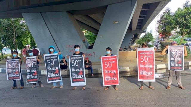 Kitra Sulawesi Selatan (Sulsel) aksi unjuk rasa di Flyover Urip Sumoharjo Makassar, Rabu, 22 September 2021.
