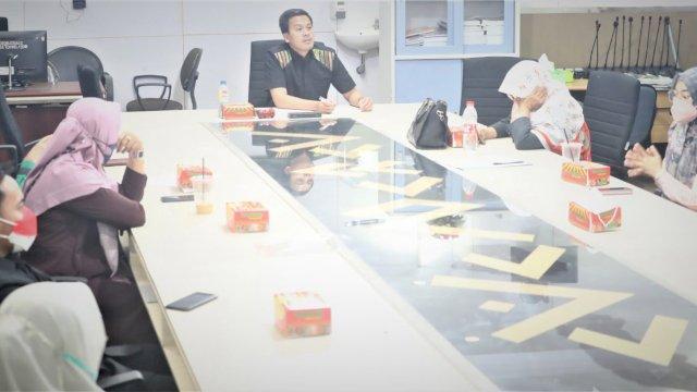 Anggota DPRD Makassar rapat pembentukan Pansus Perlindungan Guru di ruang komisi D, Rabu, 15 September 2021.