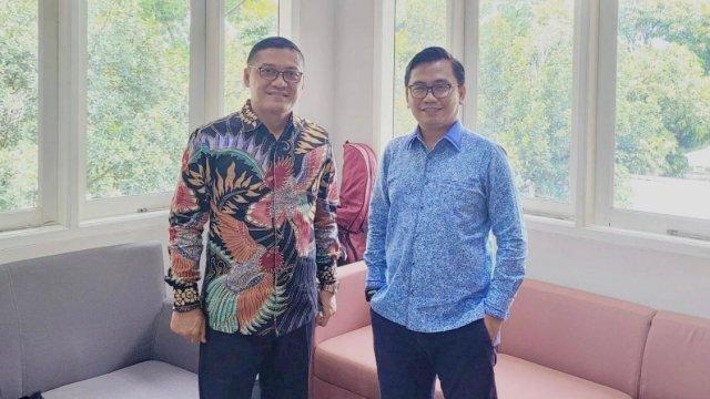 Bahtiar Maddatuang saat bertemu dengan Prof Obsatar.