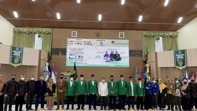 Foto bersama pimpinan UMI dengan beberapa Perguruan Tinggi di Indonesia.