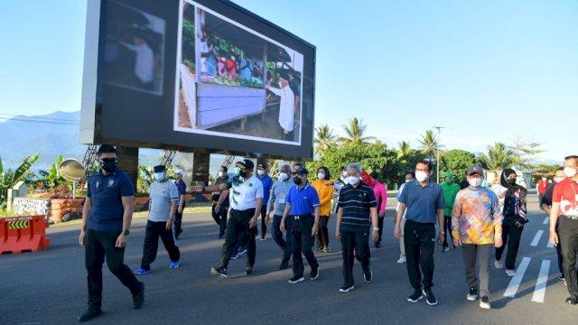 KH Ma'ruf Amin saat olahraga pagi di Makodam Kasuari.