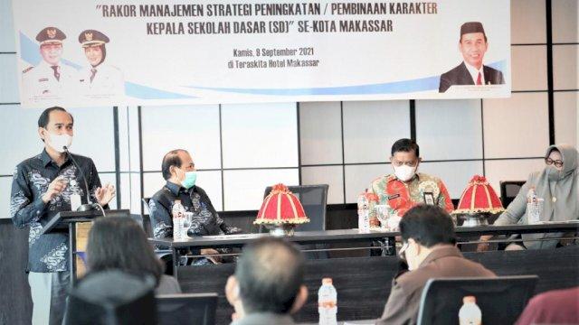 RL saat menggelar Rapat Koordinasi dengan Dewan Pendidikan.