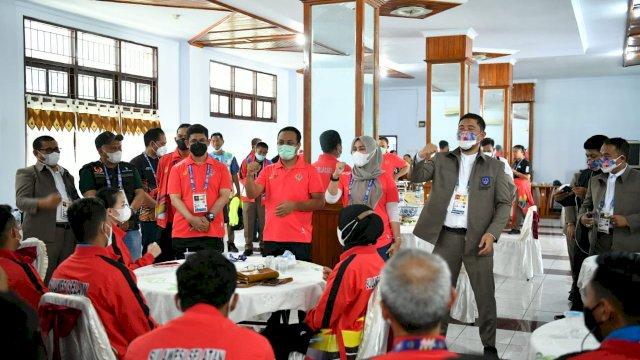Sebelum Pembukaan PON, Plt Gubernur Beri Semangat Atlet di Posko Kontingen Sulsel