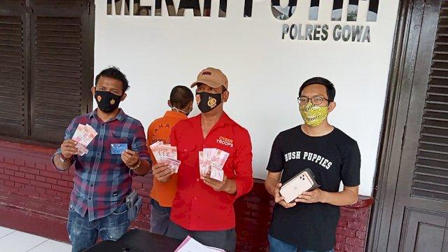 Seorang pria asal Provinsi Riau berinisial HH (28) ditangkap polisi Resort Gowa usai melakukan transaksi di sebuah BRIlink di Kecamatan Patallassang Kabupaten Gowa, Sulawesi Selatan pada Minggu, 26 September lalu.