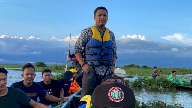 Wakil Ketua Komisi V DPR RI, Andi Iwan Darmawan Aras saat mengunjungi sungai Bila-Labojo.