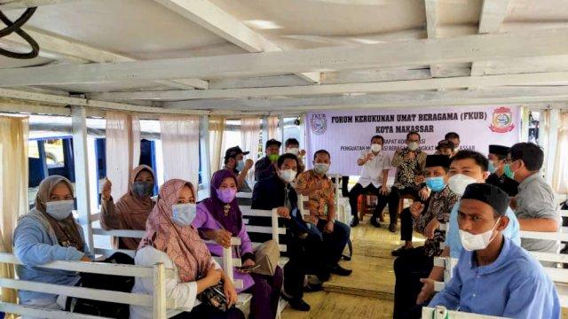 FKUB Kota Makassar menggelar Rapat Koordinasi dan Sosialisasi Mekanisme Pendirian Rumah Ibadah di Pulau Barrang Lompo di Aula Kantor Kecamatan Kepulauan Sangkarrang, pada 12-13 Oktober 2021.