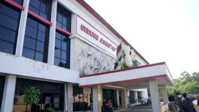 PT Sulsel Citra Indonesia (Perseroda) Sulsel didukung Badan Keuangan dan Aset Daerah (BKAD) bekerja sama dengan Satpol PP Sulsel melakukan penertiban aset di Gedung Juang 45, yang berada di Jl Sultan Alauddin, Kota Makassar, Senin, 4 Oktober 2021.